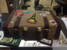 Suitecase cake