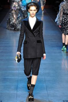 Dolce & Gabbana Fall 2011 Ready-to-Wear Collection Photos - Vogue