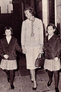 Ingrid Bergman and twin daughters Isabella Rosselina and twin sister Isotta.