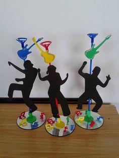 """Enfeite de mesa no tema """"Disco"""", com pega-balão      Enfeite de mesa no tema """"Disco"""", com pega-balão       Curta nossa página https://ww..."""