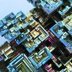 If pure bismuth is allowed to crystallize slowly you can get large hopper crystals like this. I just bought one of these for a chem prof. friend of mine. Patterns In Nature, Textures Patterns, Bismuth Steven Universe, Magnified Images, Microscopic Photography, Love Natural, Mineral Stone, Hidden Treasures, Gems And Minerals