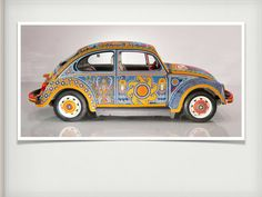 El Vuichol, como bautizaron a este carro Volkswagen decorado por artesanos huicholes es de llamar la atención, plasmaron en toda la carrocería la cosmovisión de su cultura demostrando que su arte puede entrar en distintos escenarios y objetos para que se aprecie y conozca de manera diferente.