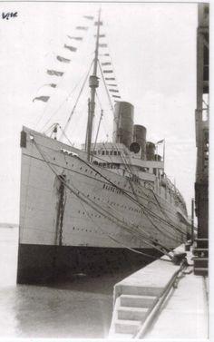Mauretania Line liner Titanic Ship, Rms Titanic, West Coast Fishing, Rms Mauretania, Merchant Navy, Beyond The Sea, Old Boats, Vintage Travel Posters, Water Crafts