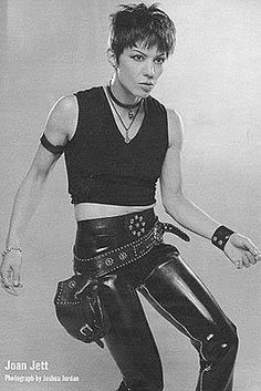 OMG Joan Jett <3 I have such a CRUSH on her!! HOT!!!