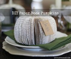 diy-paper-book-pumpkins-upcycled-treasures (HoH164)