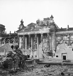 The destroyed Reichstagsgebäude in Berlin, a symbol for the downfall of Germany under the Nazi-Regime 1945 History Online, World History, World War Ii, Berlin Reichstag, Pearl Harbor, End Of The World, Berlin Germany, East Germany, Viajes