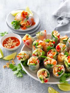 Shredded Chicken Rice Paper Rolls with Sweet Chilli Sauce Recipe | myfoodbook | How to make fresh spring rolls Phyllo Appetizers, Bite Size Appetizers, Appetizers For A Crowd, Healthy Appetizers, Appetizer Recipes, Italian Appetizers, Party Appetizers, Healthy Foods, Pesto Salmon