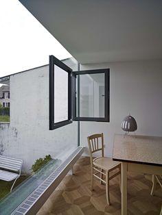 Ein Fenster im Fenster, verrückt. Tolle Idee und auch optisch eine gute Lösung.