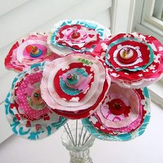 Fabric Valentine's Day flowers  Wanna make these in brown, black and tan for my living room!!