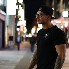 Gym Generation (@gymgeneration) • Instagram-Fotos und -Videos Gym Pants, Workout Wear, Street Style, Hoodies, Videos, Fitness, Mens Tops, How To Wear, Clothes