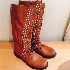 Boots! Super comfortable! Great color! Almost brand new! I wore it twice! Is says size 8 but they're 8.5 I would say! Even better so you can wear it with socks easily! Shoes