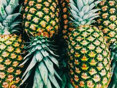 Want some pineapple Summer tropical fruit, eat healthy Pineapple Express, Tropical Vibes, Sustainable Living, Fruits And Vegetables, Beautiful Images, Amazing Art, Plant Based, Summertime, Food Photography