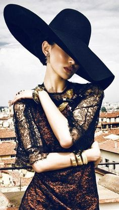 A Visual Diary of Fashion Editorials from magazines like Vogue, Harper's Bazaar, Nylon, W and a lot. Estilo Fashion, Moda Fashion, Fashion Week, Fashion Hats, High Fashion, Italian Fashion, Italian Style, Wow Photo, Mode Glamour