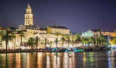 Vue sur le palais de Dioclétien, Split, Croatie. http://www.lonelyplanet.fr/article/ou-faire-la-fete-en-croatie #palais #dioclétien #split #croatie #voyage #nightlife