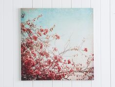 Add a touch of class to your home with our beautiful wall art décor. Visit Bed Bath N' Table and browse our select range of wall art, plaques and more. Bedroom Vintage, Vintage Shabby Chic, Pink Cushions, Blue Bedding, Home Decor Online, Wall Plaques, Home Interior Design, Wall Art Decor, Office Decor