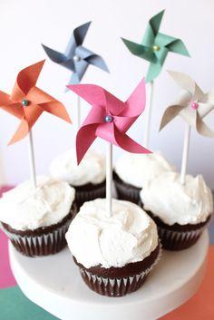 diy paper pinwheel cupcake toppers // tutorial