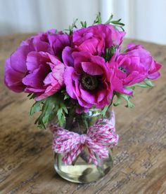 Recycling a glass container as a vase- tutorial for bow Purple Flower Arrangements, Purple Flowers, Glass Containers, Glass Jars, Simple Gifts, My Little Girl, Sewing Crafts, Recycling, Bouquet