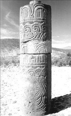 Figura 13. Fragmento de una de las columnas de Serpientes Emplumadas no terminadas en la Pirámide B o Templo de la Serpiente Emplumada de Tula.