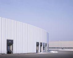 Factory Building en el Campus Vitra por SANAA. Fotografía © Julien Lanoo…