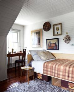 plaid blanket, striped pillows and white beadboard walls (A Railway Depot Turned Home In Upstate NY, Federico de Vera - ELLE DECOR) Elle Decor, Home Bedroom, Bedroom Decor, 50s Bedroom, Master Bedroom, Weekend House, Up House, Guest Bedrooms, Guest Room