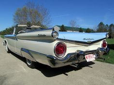 1959 Ford Fairlane 500 Galaxie Sunliner