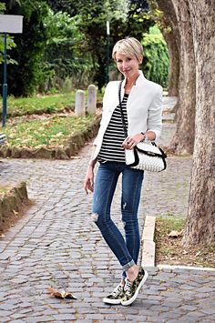 http://www.coffeeblooms.com/ #fashion #style #look #outfit #closet #wear #dressup #stripes #classy #howtodress #wardrobe #inspiration #fashionable #chic #streetstyle #style Black & White over DENIM | Coffee Blooms