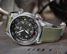 Oris Big Crown ProPilot Altimeter, the world's first automatic mechanical watch with mechanical altimeter and barometer. Full article at: www.timeandwatches.com/2014/06/oris-big-crown-propilot-altimeter.html