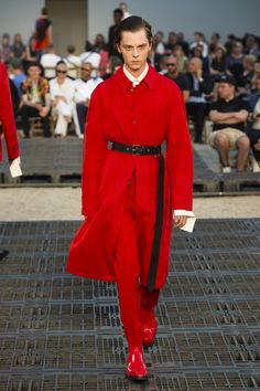 Alexander McQueen Spring 2019 Menswear Fashion Show Collection: See the complete Alexander McQueen Spring 2019 Menswear collection. Look 31