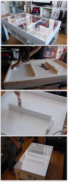 Cómo convertir una mesa LACK de Ikea en una vitrina expositora de coleccionista.