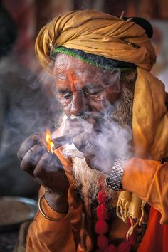 Nice to meet you. We Are The World, People Around The World, Indian Photography, Portrait Photography, Sadhus India, Aghori Shiva, Old Faces, Smoke Art, India People