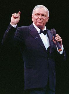Lenda do jazz, Frank Sinatra completa 100 anos - Cultura Franck Sinatra, Jazz, Old Music, Dean Martin, I Love Him, Blue Eyes, The Voice, The 100, The Incredibles