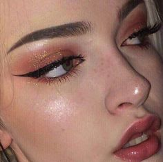Here are the best Halloween makeup looks to copy this year -.-Here are the best Halloween makeup looks to copy this year – Beauty Home make up inspo - Makeup Goals, Makeup Inspo, Makeup Art, Makeup Inspiration, Makeup Tips, Beauty Makeup, Hair Makeup, Makeup Ideas, Angel Makeup