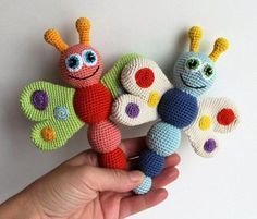 This Butterfly Baby Rattle Crochet Pattern makes a wonderful gift for your lovely newborn. The amigurumi toy develops baby's touch, hearing and fine motor skills. Crochet Baby Toys, Crochet Patterns Amigurumi, Cute Crochet, Crochet Dolls, Baby Knitting, Crochet Butterfly Free Pattern, Knitting Patterns, Borboleta Crochet, Crochet Gratis