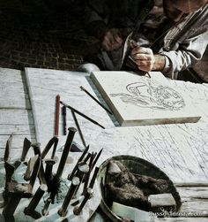 Итальянский уличный камнерезчик. Салерно, Италия. #италия #салерно #экскурсии #ремесленик