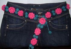 Cinturón con flores a crochet