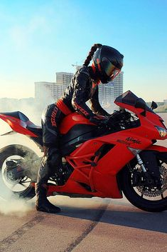 Super Hot Biker Girl in a Cool AGV Helmet Sitting on Her Kawasaki Ninja Motorcycle Best Motorcycle Boots, Girl Riding Motorcycle, Ninja Motorcycle, Womens Motorcycle Helmets, Motorbike Girl, Biker Girl, Girl Motorcyclist, Agv Helmets, Bike Couple