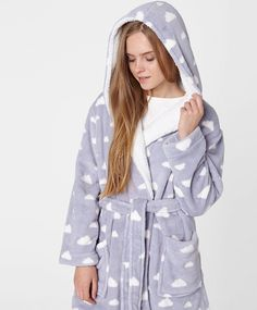 Hooded cloud pattern robe, - 0 TL - null - Find more Spring Summer 2017 trends in women fashion at Oysho. Bath Robes For Women, Clouds Pattern, One Size Fits All, Nightwear, Lounge Wear, Hoods, Cool Outfits, Dressing, Sleep Well