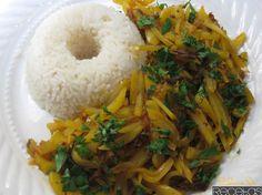 Olluquito con charqui Este plato es sin duda uno de los que mejor representan la cultura peruana , ya que está hecho con dos ingredientes que son exclusivamente peruanos : olmo, un tipo de patata que crece en los Andes y charque, un tipo de carne seca de Llama, que son productos de Perú .