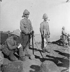 To communicate across the vast distances of South Africa, British forces used the heligraph. These positions came under constant sniper fire from the Boers. British Army Uniform, British Soldier, Uk History, African History, Military Men, Military History, War Novels, World Conflicts, British Colonial