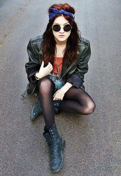 Really like this grunge inspired look and the headband x