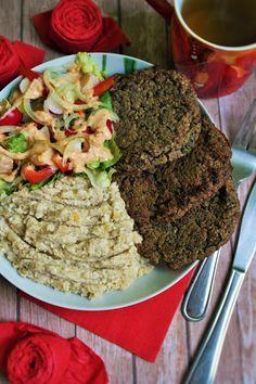 Make-Life-Green: Szpinakowe placki ziemnaczane z proteinowym puree oraz sałatką i sosem hummusowym