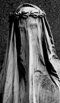 Central Cemetery, Vienna (photo by Manuela Salzinger) #stone #angels #sculpturr