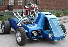 Read More About Another historically correct restoration of an Ed Big Daddy Roth car and motorcycle done by Fritz. The two tone skyblue metalflake hauler carries a custom Triumph motorcycle built originally by Bob Aq. Weird Cars, Cool Cars, Triumph Motorcycles, Cars And Motorcycles, Auto Girls, Unique Cars, Hot Rides, Big Daddy, Us Cars