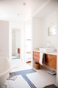 fresh beach house style bathroom