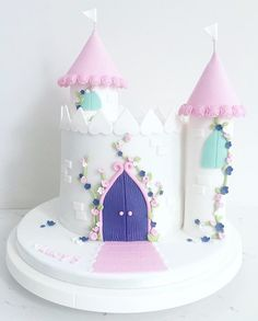 Discover recipes, home ideas, style inspiration and other ideas to try. Castle Birthday Cakes, Baby Birthday Cakes, 4th Birthday, Princess Cake Toppers, Princess Castle Cakes, Easy Princess Cake, Princess Birthday Party Decorations, Disney Princess Birthday Cakes, Violet Cakes