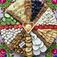 Christmas Food Platters Desserts in 2020 Party Food Platters, Party Trays, Food Trays, Party Buffet, Cheese Platters, Party Snacks, Charcuterie Platter, Charcuterie And Cheese Board, Antipasto Platter