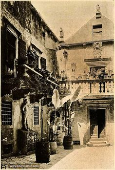 Arneri Palace in Korcula - Inner courtyard of Arneri Palace, Korcula - photo from 1908 Montenegro, Dalmatia Croatia, Old Town Square, Enlarge Photos, Location Map, Gothic Architecture, Central Europe, Beautiful Buildings, Venetian