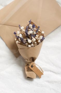 Small Flower Bouquet, Flower Box Gift, Floral Bouquets, Flower Cards, Diy Flowers, Paper Flowers, Dried Flower Arrangements, Diy Bouquet, Diy Crafts For Gifts