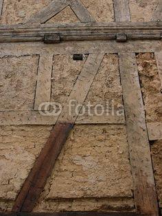 Fachwerkstruktur eines alten Hauses in Wettenberg Krofdorf-Gleiberg bei Gießen in Hessen Hardwood Floors, Flooring, Alter, Texture, Crafts, Hessen, House, Wood Floor Tiles, Surface Finish