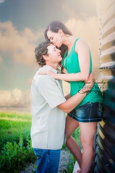 Kerstyn and Tyler e-session, photo by: Lynn Gormley Photography